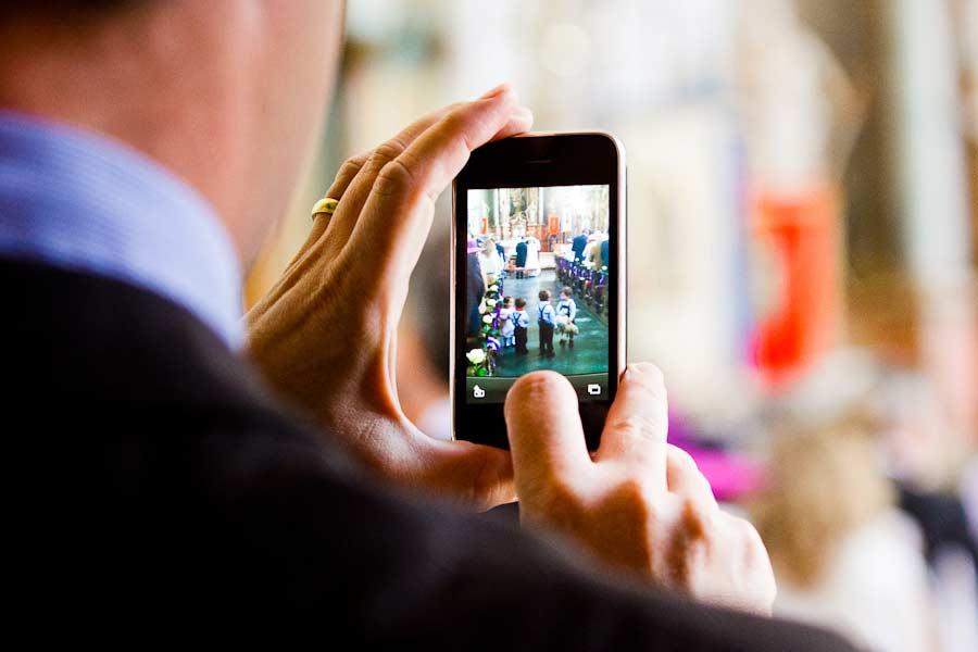 i-phone in der kirche