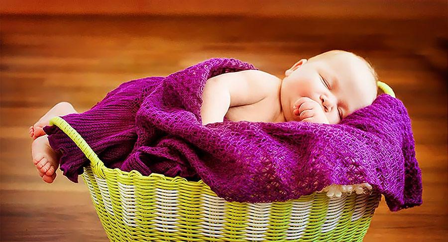 Babyfoto mit Decke
