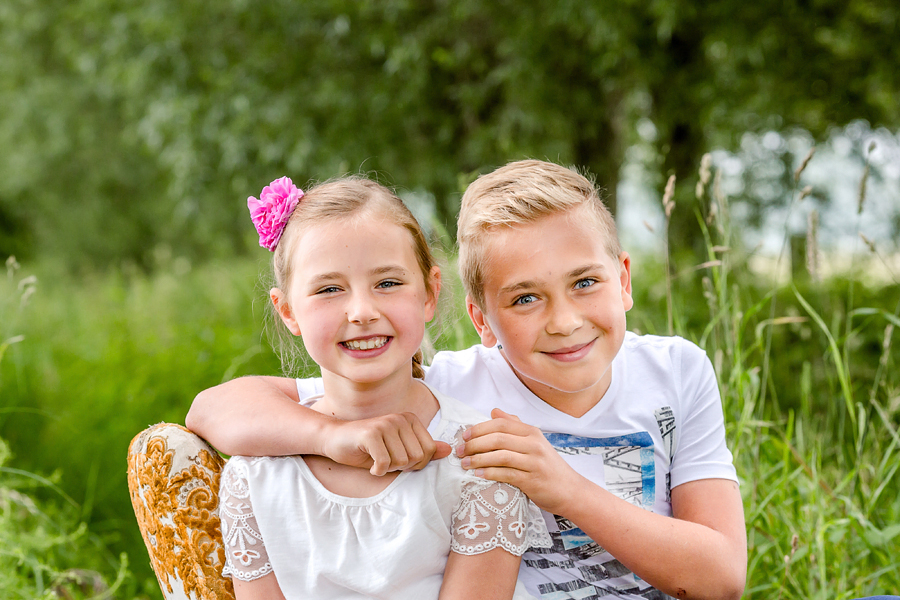 Geschwisterfotografie in der Natur