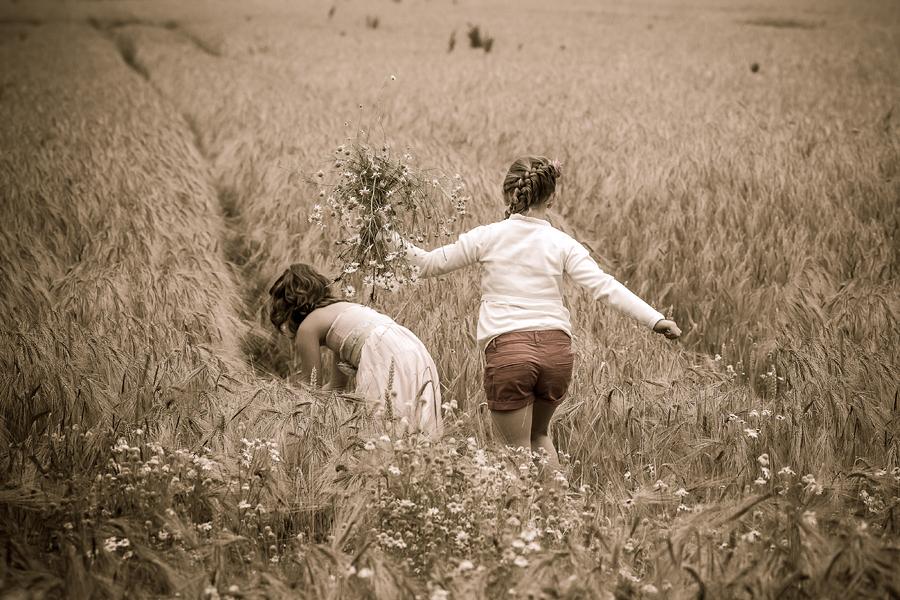 Kinderfotos im Feld