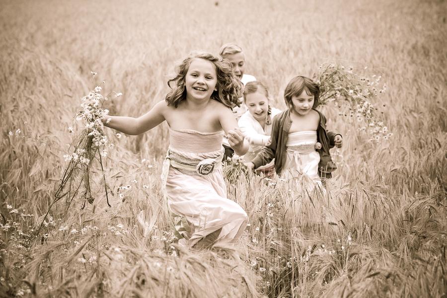 moderne Familienfotos draußen