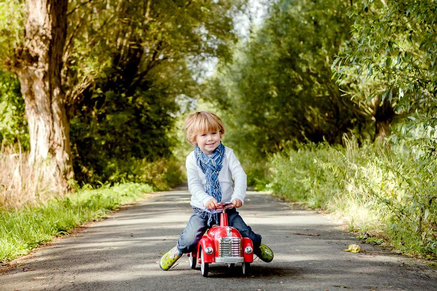 Fotos von glücklichen Kindern