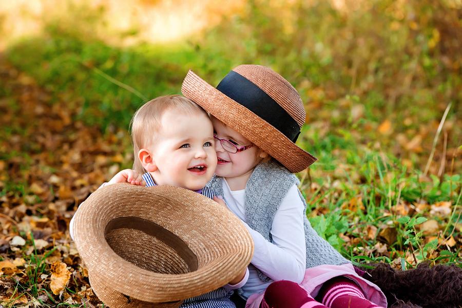 authentische Geschwisterfotos