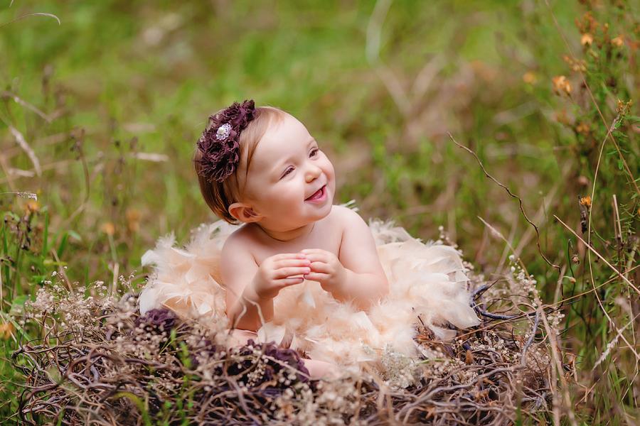 Baby im Vogelnest
