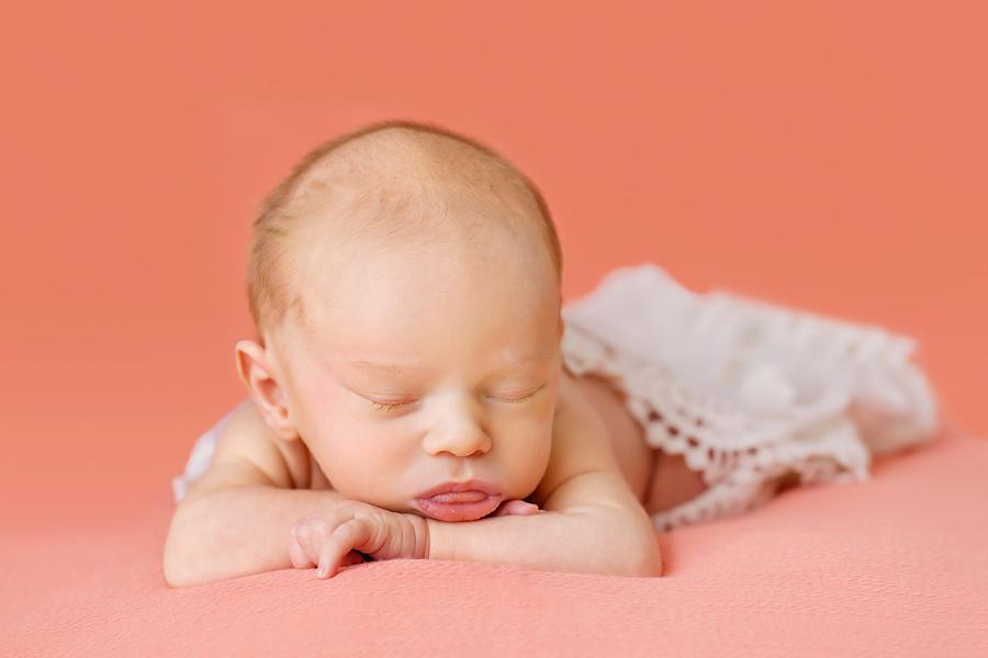 Neugeborenen-Fotoshooting-Ideen-Ann-Geddes-Paderborn-Wynn Photodesign-Frida-Geschwisterfotografie-14