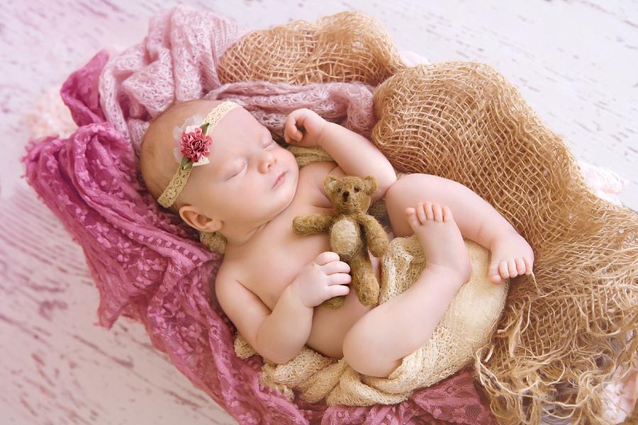 Neugeborenen-Fotoshooting-Ann-Geddes-Wynn Photodesign-Hannah-12