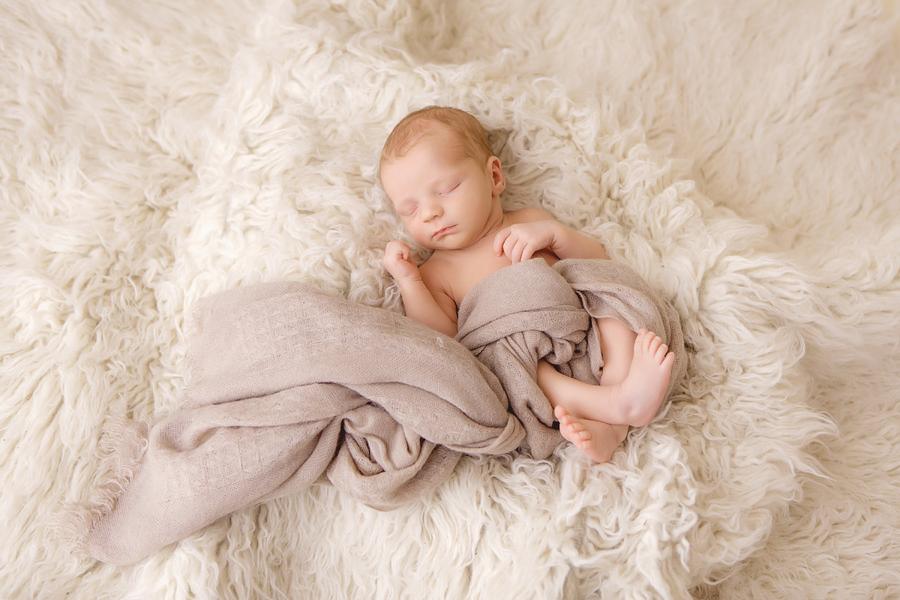 Fotograf paderborn neugeboren babyshooting negeborenenshooting paderborn Justus-3