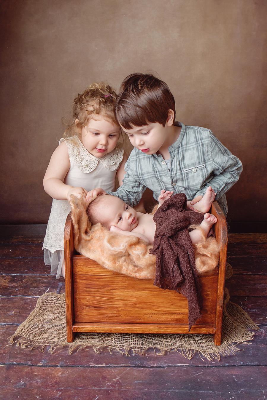 Familien Fotoshooting, Geschwister Fotofraf, Fotograf Paderborn, Neugeborenenshooting, Leon-11