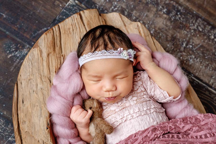 Babyfotoshooting Neugeborenenfotos Babyfotograf Paderborn Bilder vom Neugeborenen Fotostudio natürliche Babyfotos Ann Geddes Wynn Photodesign-10