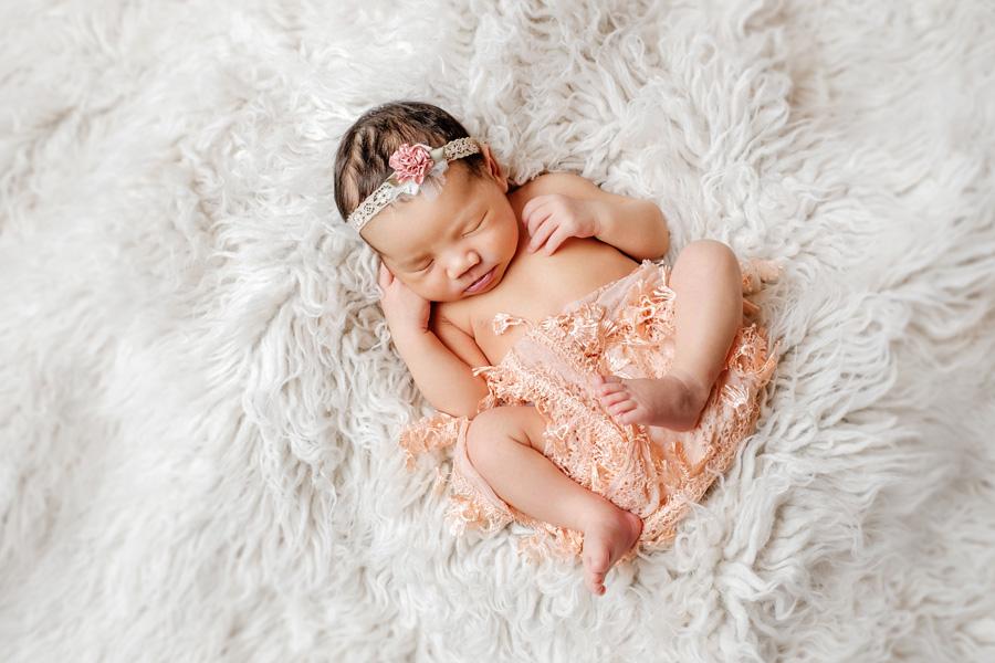 Babyfotoshooting Neugeborenenfotos Babyfotograf Paderborn Bilder vom Neugeborenen Fotostudio natürliche Babyfotos Ann Geddes Wynn Photodesign-12