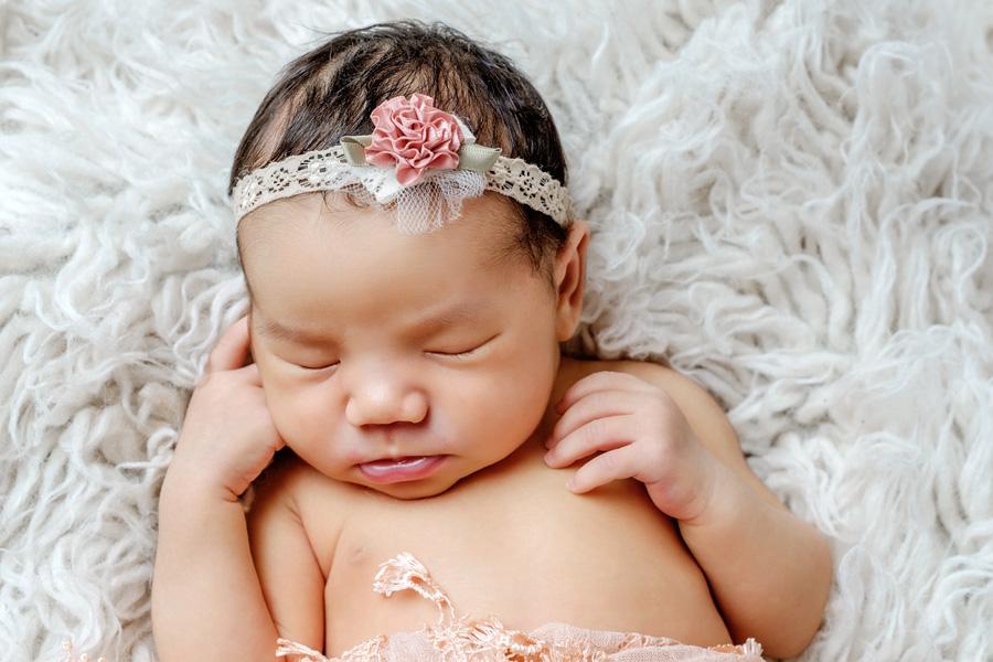 Babyfotoshooting Neugeborenenfotos Babyfotograf Paderborn Bilder vom Neugeborenen Fotostudio natürliche Babyfotos Ann Geddes Wynn Photodesign-14