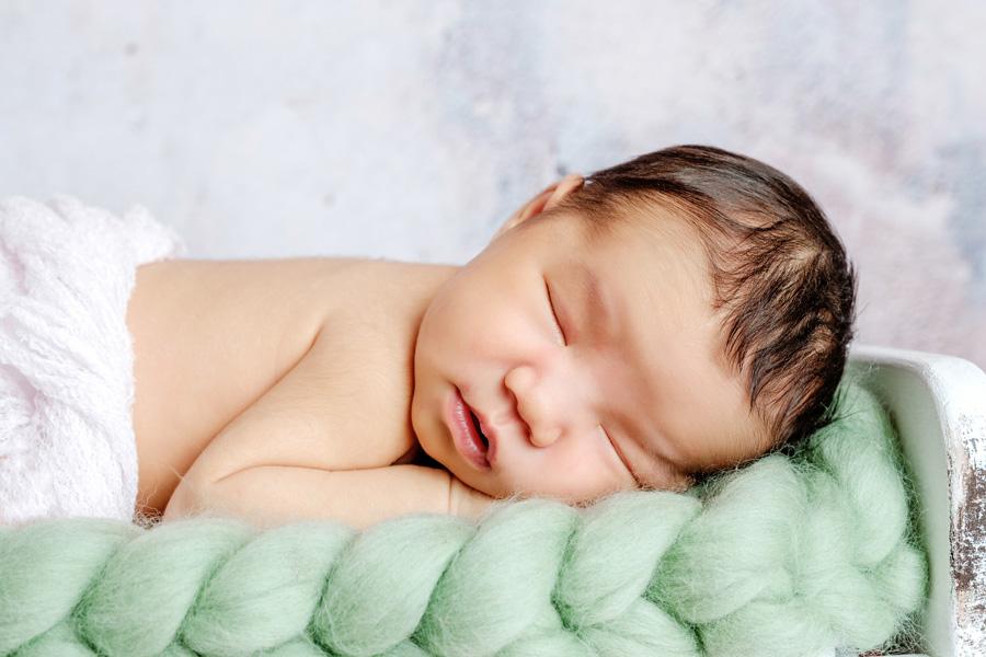 Babyfotoshooting Neugeborenenfotos Babyfotograf Paderborn Bilder vom Neugeborenen Fotostudio natürliche Babyfotos Ann Geddes Wynn Photodesign-2