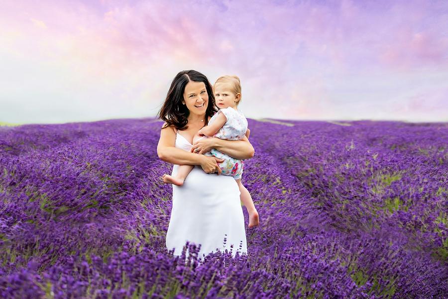 Erlebnisgärtnerei Salzkotten, Babybauch Fotoshooting, Lavendel, Fotograf Paderborn, Familienfotograf Paderborn, Babybauchfotos Bielefeld
