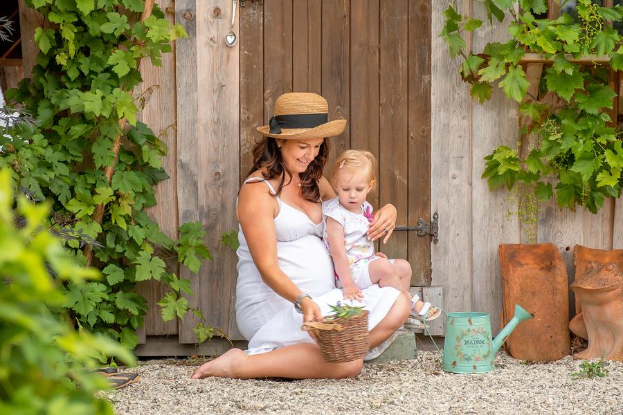 Fotograf Bielefeld, moderne babybauch fotografie, stillen, fotograf-Bielefeld,schwangerschaft, Babybauch fotoshooting, Hebamme Paderborn, Wynn Photodesign